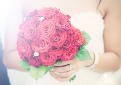 roses_bouquets_wedding_red_flowers_bride_moos_2048x1365