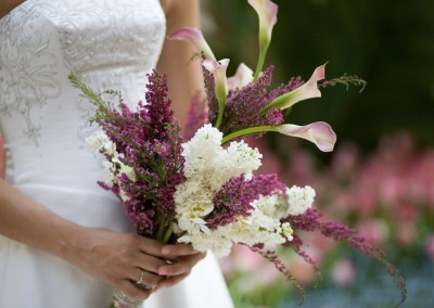 wedding_bouquet_bride_calla_lilies_lilacs_1680x1050